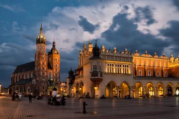 Poster Krakow Marienkirche von Krakau und Tuchhallen