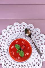 Strawberry, kiwi fruit and raspberry smoothies in glass bowl