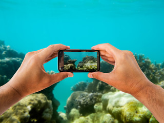 photographing with a water smartphone