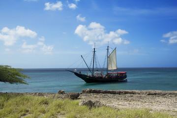 Парусная лодка в Карибском море.