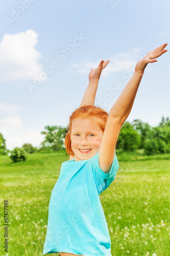 free photo of girls raising hands № 21291