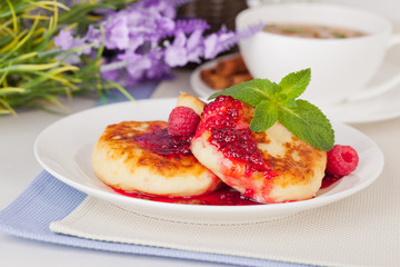 cheese pancake with raspberry jam and mint