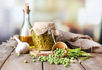 Fresh  and canned peas in bowl and glass jar