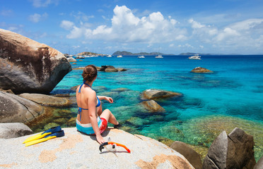 Fototapete - Woman with snorkeling equipment at tropical beach