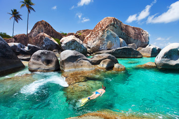 Fototapete - Woman snorkeling at tropical water