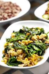 close up vegetable and egg fried in white dish