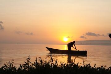 Fischer im Sonnenaufgang