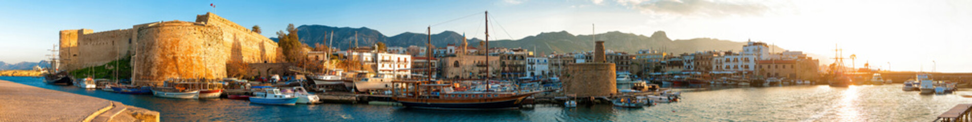 Deurstickers Cyprus Kyrenia harbour and Medieval castle, Cyprus.