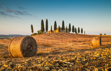 Foto op Canvas Toscane Tuscany landscape with farm house at sunset, Val d'Orcia, Italy