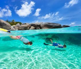 Fototapete - Family snorkeling in tropical water