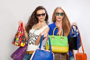 фото девушек с сумками