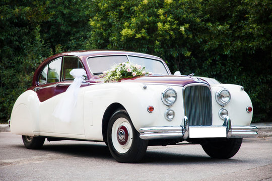 wedding car retro decorated