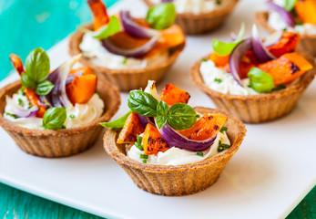 mini tarts with pumpkin