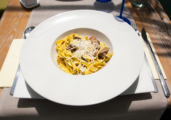 Fettuccine with mushrooms and cheese