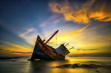 Photo sur Toile Naufrage Wrecked boat
