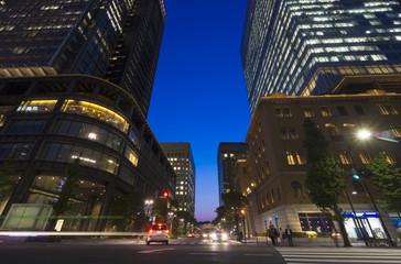 [東京都市風景]日本最大級のオフィス街丸の内のトワイライト-935