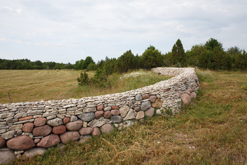 Round stone fence