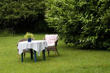 Tisch Und Stühle Im Garten