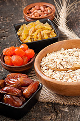 Oatmeal and dried fruits