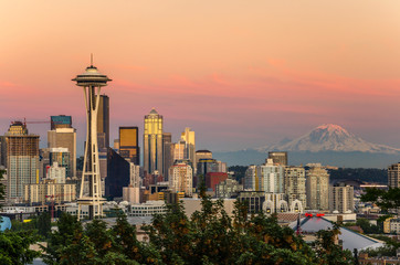 Seattle Skyline and Mount Rainier at Sunset Wall mural