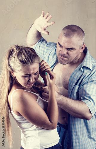 жестокое обращение с беременными фото