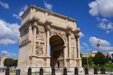 Place Jules Guesde et arc de triomphe, Marseille