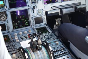 cockpit avion de ligne 330