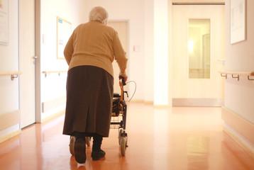 Senioren am Rollator