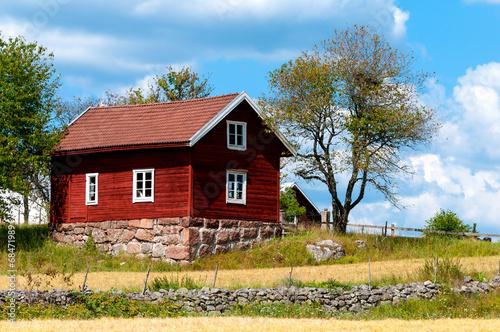 Schwedisches Holzhaus typisch rotes holzhaus in schweden stockfotos und lizenzfreie