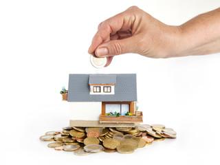 Haus steht auf geld