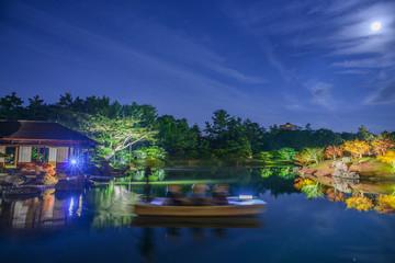 秋の夜の栗林公園-水鏡2