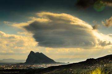 Gewitterstimmung ueber Felsen von Gibraltar