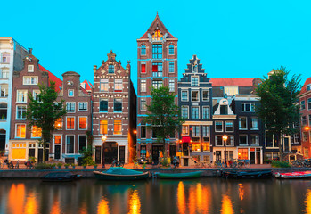 Foto op Plexiglas Amsterdam Night city view of Amsterdam canals and typical houses, Holland,