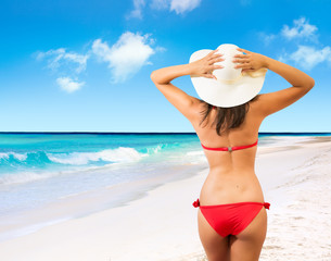 Fototapete - beautiful girl in the back, with hat on tropical beach
