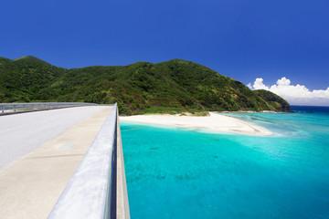 沖縄の海・阿嘉大橋