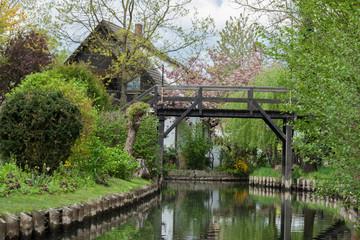 Brücke über Kanal