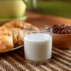 Bicchiere di latte fresco