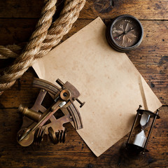 Fototapete - Old compass, astrolabe and rope