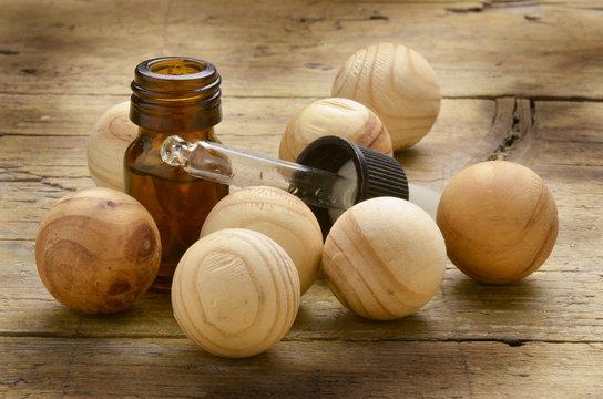 Wooden spheres Drewniane kule Holzkugeln Sphères en bois