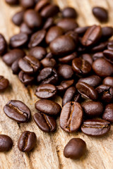 Papiers peints Café en grains Coffee beans on wood background