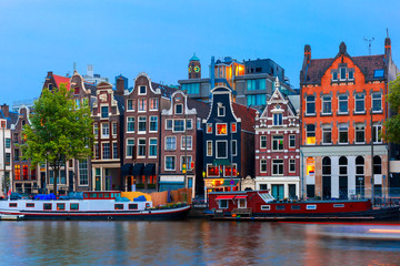 In de dag Amsterdam Night city view of Amsterdam canal with dutch houses