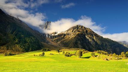Obraz Szwajcarskie Alpy, z widokiem na stok - fototapety do salonu