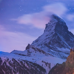 Tuinposter Purper Night Scene Matterhorn