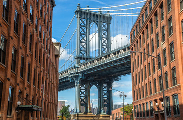 Fotobehang Brooklyn Bridge New York City Brooklyn old buildings and bridge in Dumbo