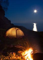 Spoed Fotobehang Kamperen Tourist camping with bonfire at night