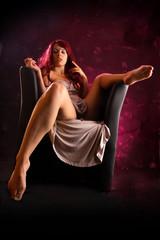 obszöne Sitzposition einer Frau