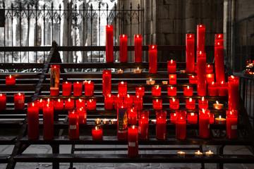 Grablichter in der Kirche