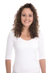 Natürliche Locken Haare: junge lachende Frau isoliert