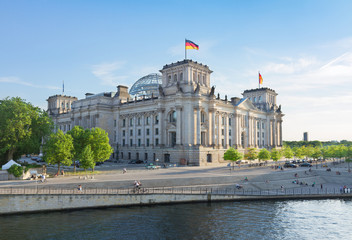 Photo sur Aluminium Berlin Reichstag building, view from Spree river in Berlin, Germany
