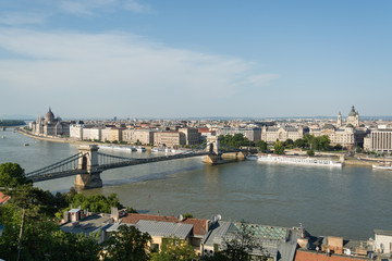 Chain bridge and the Hungarian Paliament